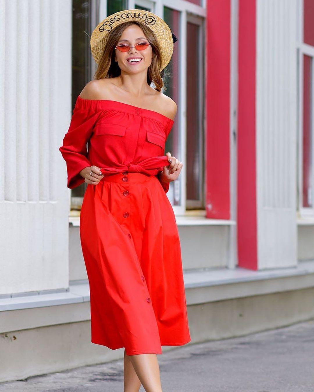 Красная юбка с блузой фото 10