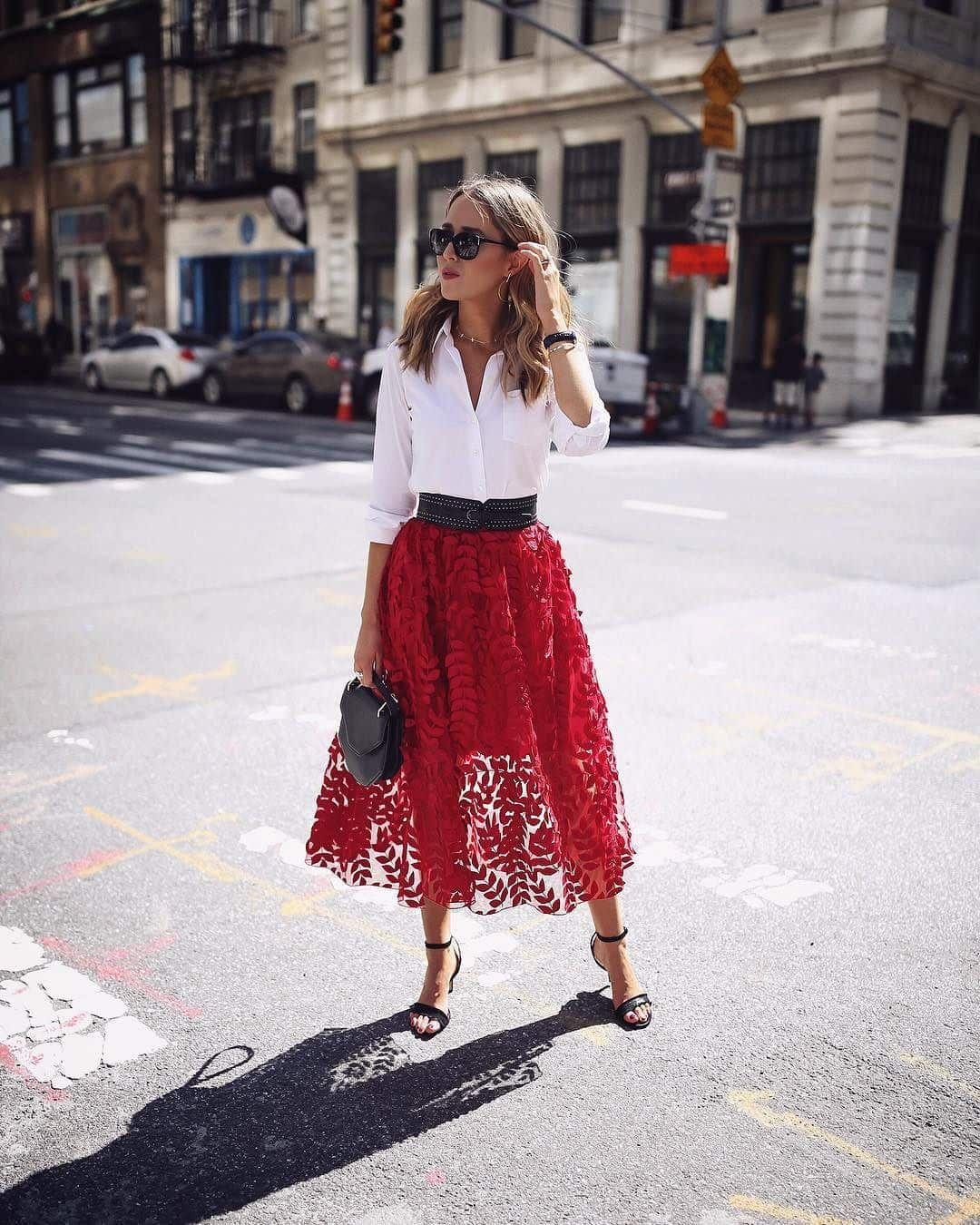 Красная юбка с блузой фото 5