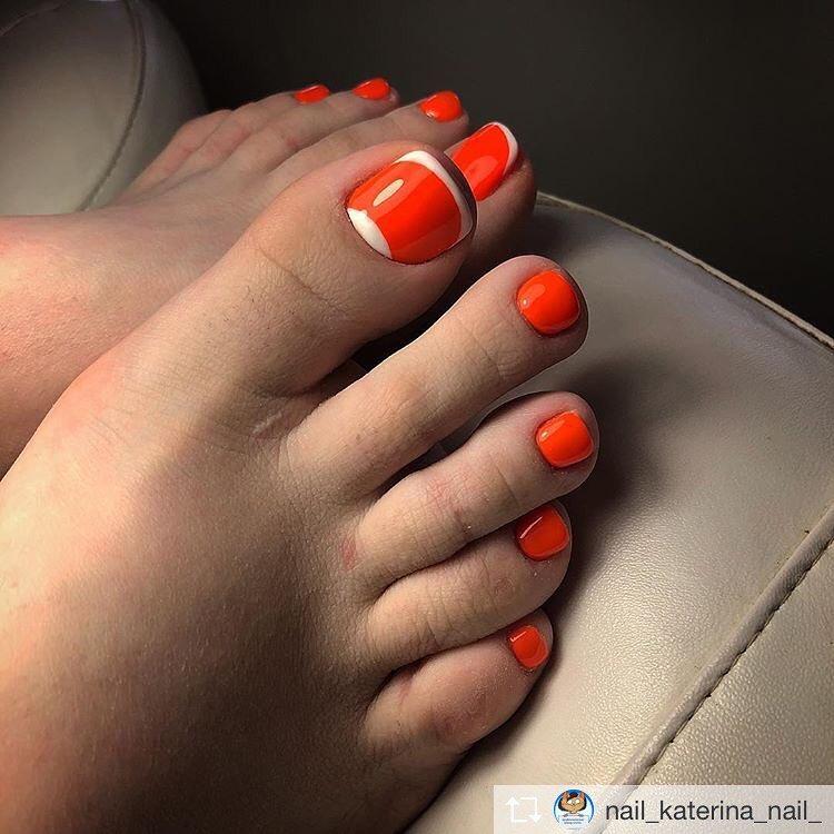 оранжевый педикюр_15