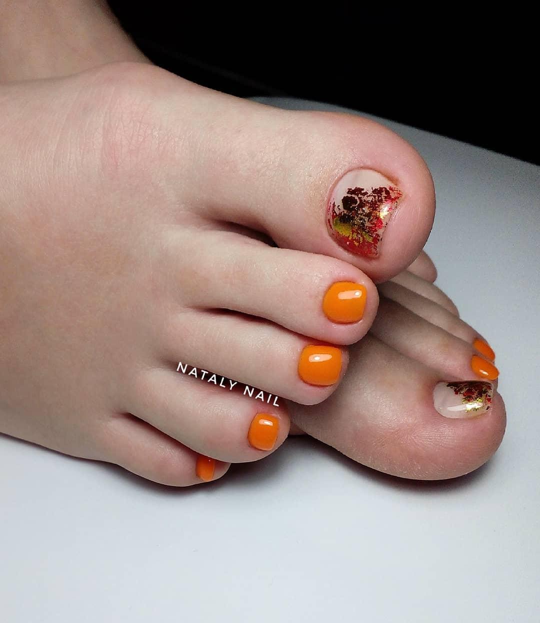 оранжевый педикюр_24