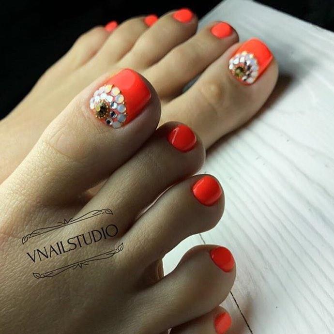 оранжевый педикюр_11