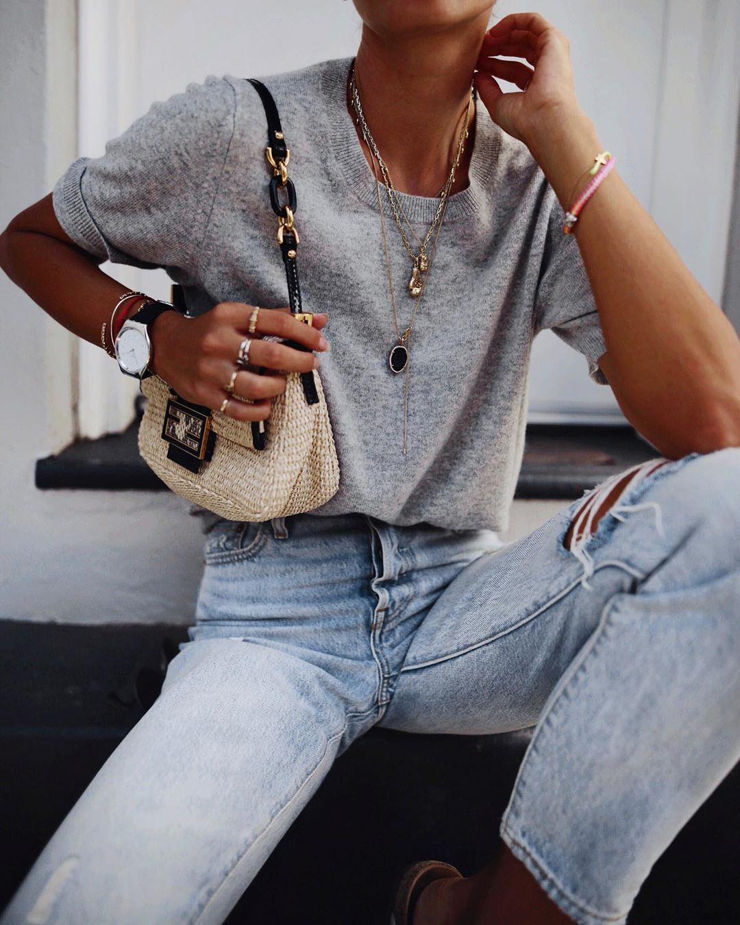 футболка заправленная в джинсы фото 16