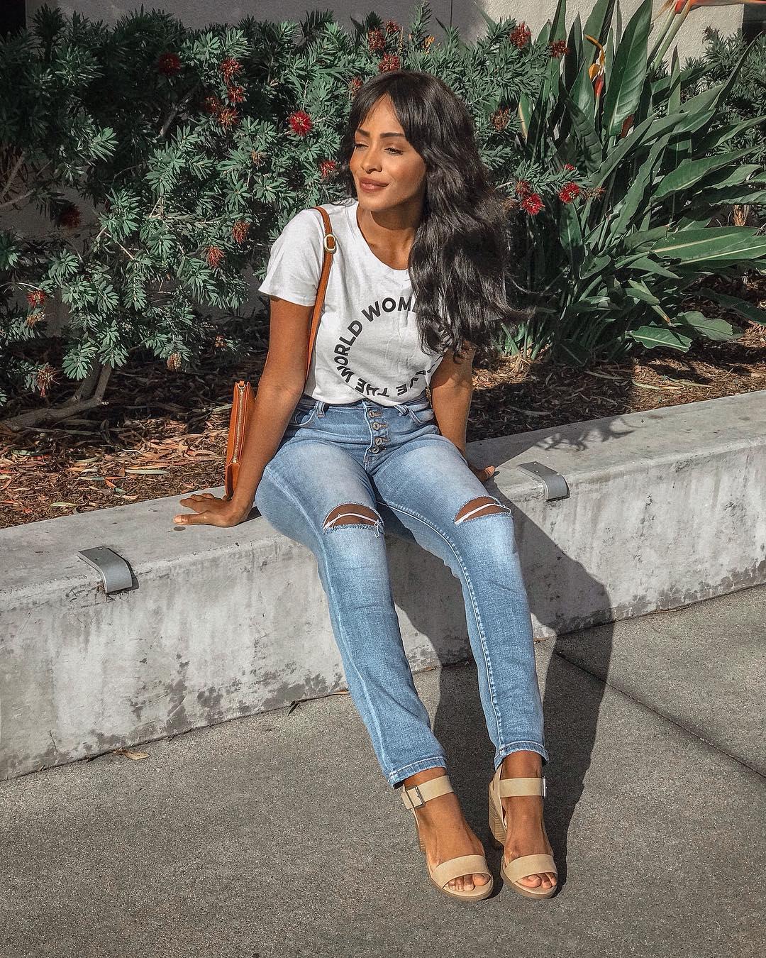 футболка заправленная в джинсы фото 4