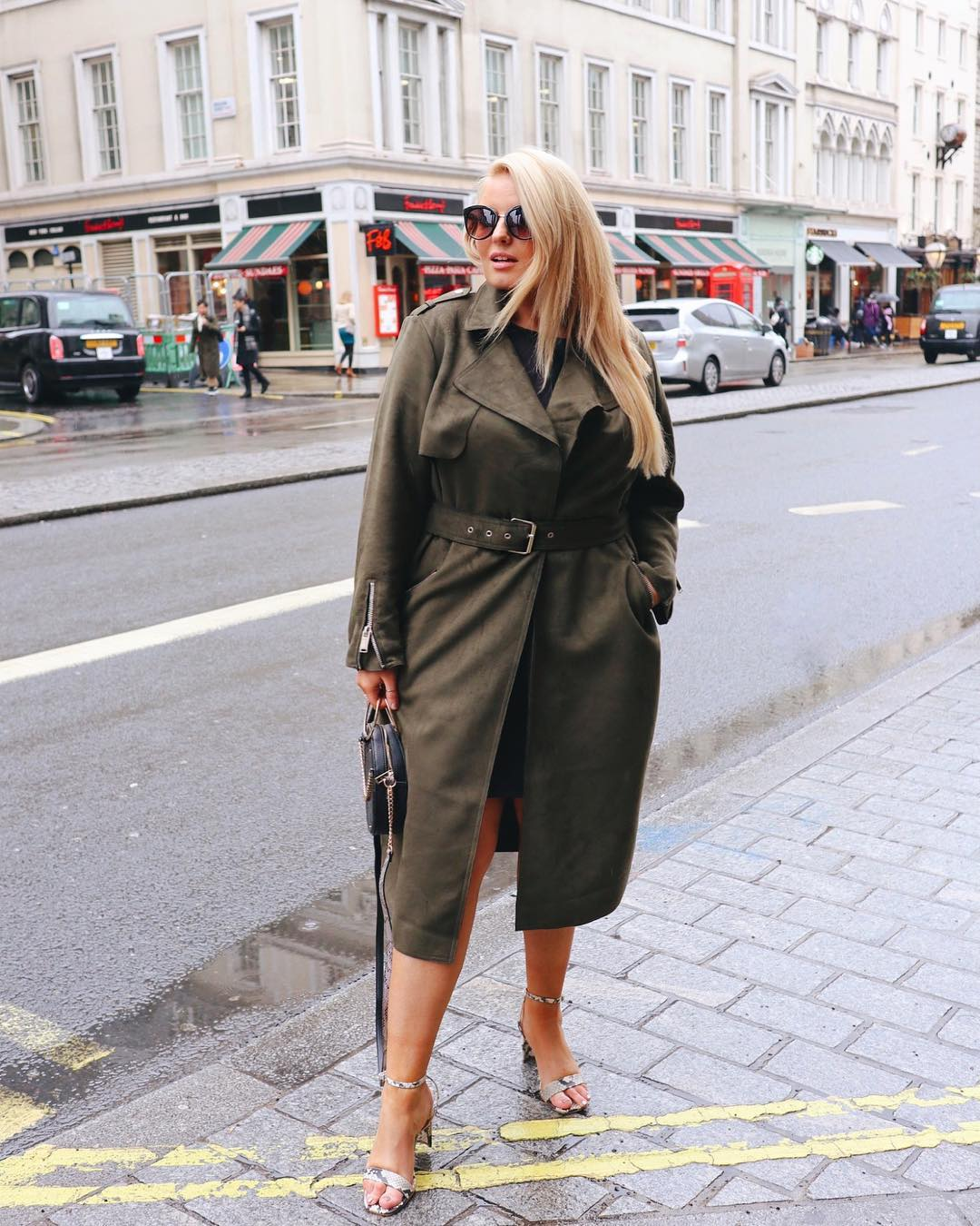 Модные тенденции осени 2019 для полных женщин фото 20