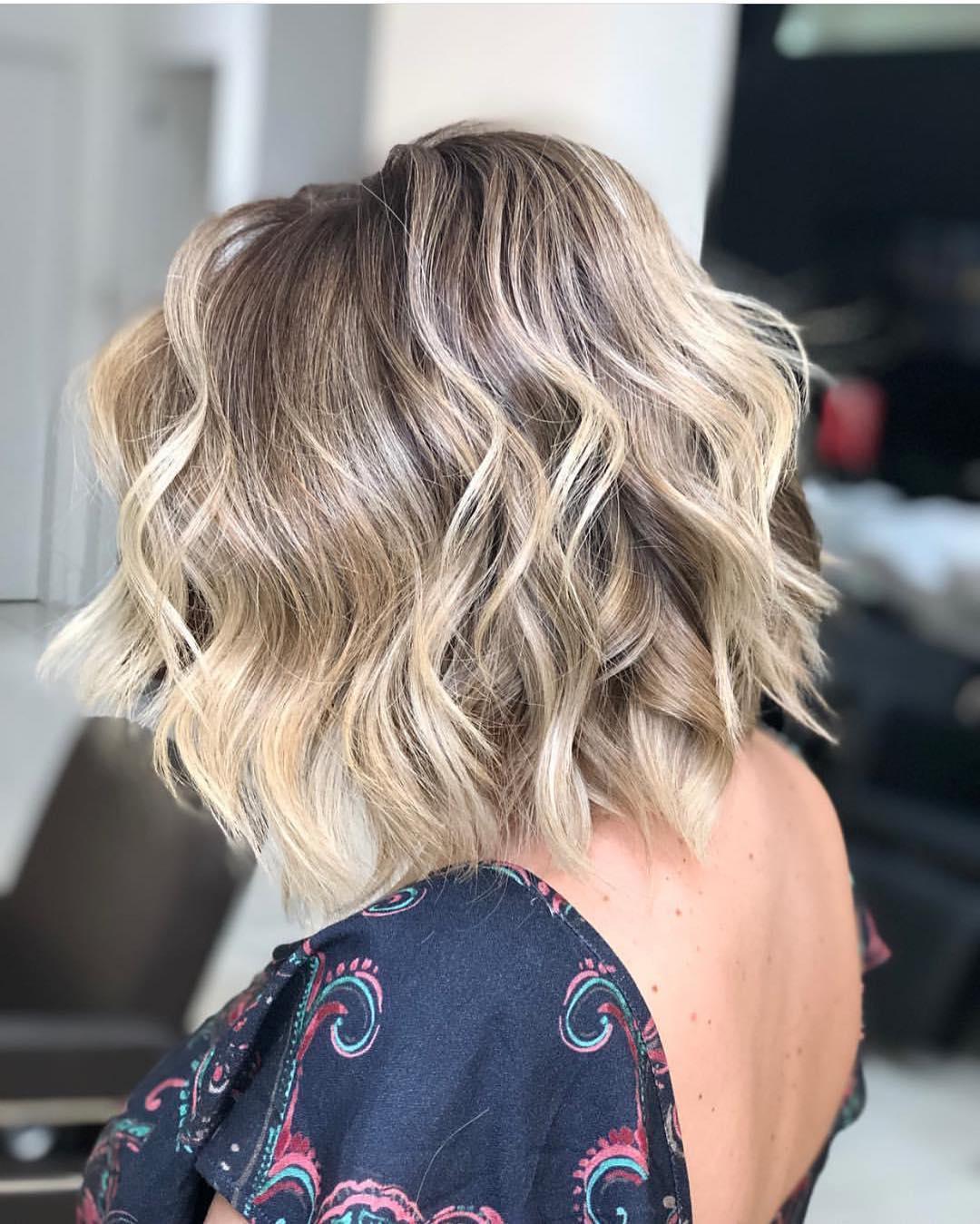 Модные укладки на средние волосы без челки фото 5