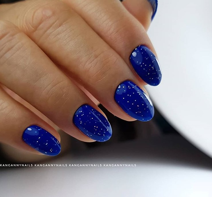 Звездное небо на ногтях фото 21