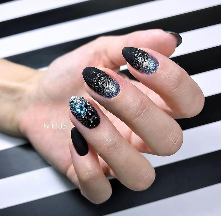 Звездное небо на ногтях фото 20