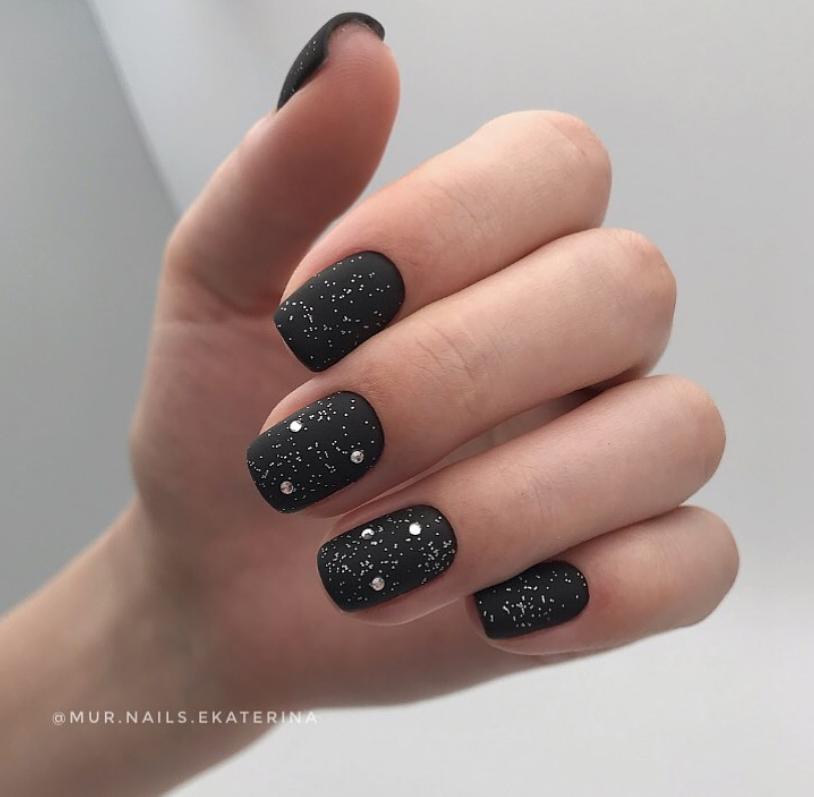 Звездное небо на ногтях фото 17