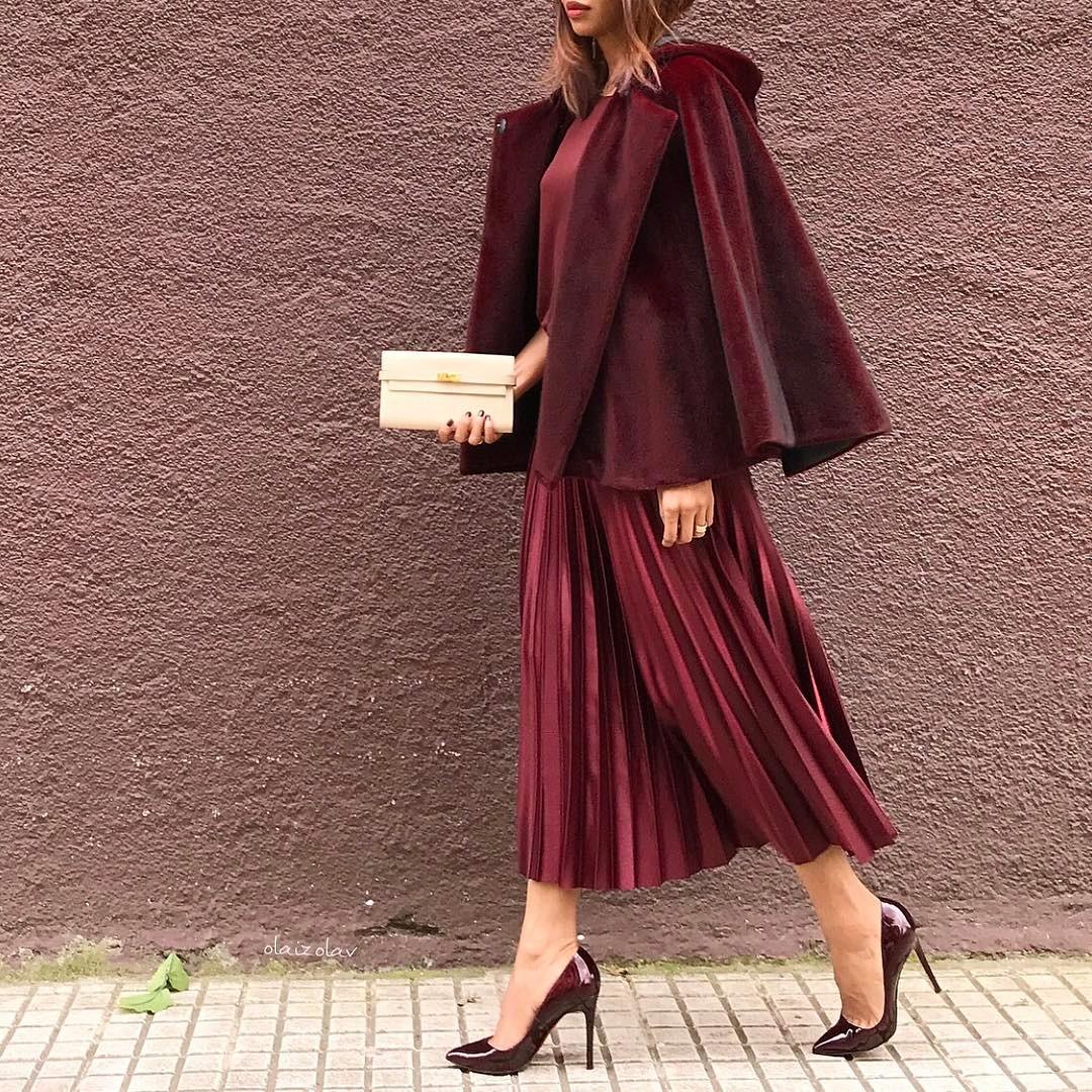 модные осенние образы в бордовом цвете фото 10