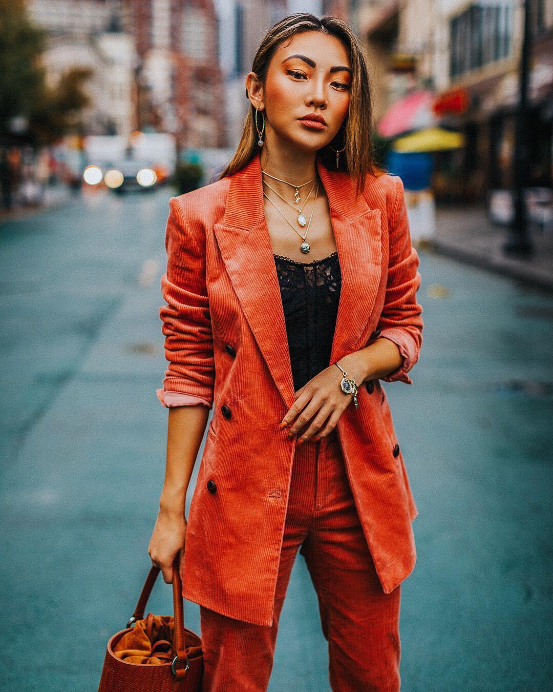 Модные осенние образы в оранжевом цвете фото 7