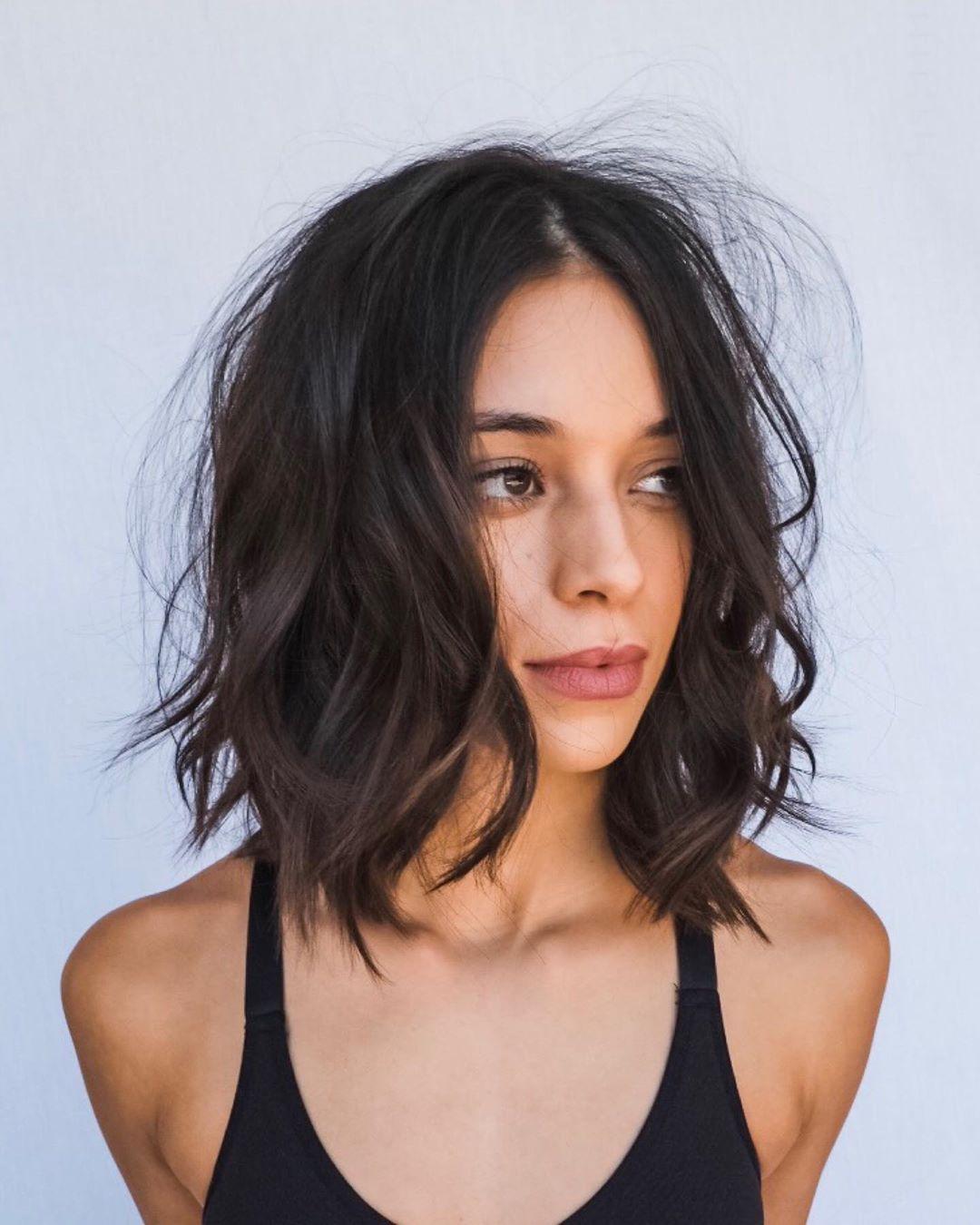 Стильные варианты стрижек на короткие волосы фото 3