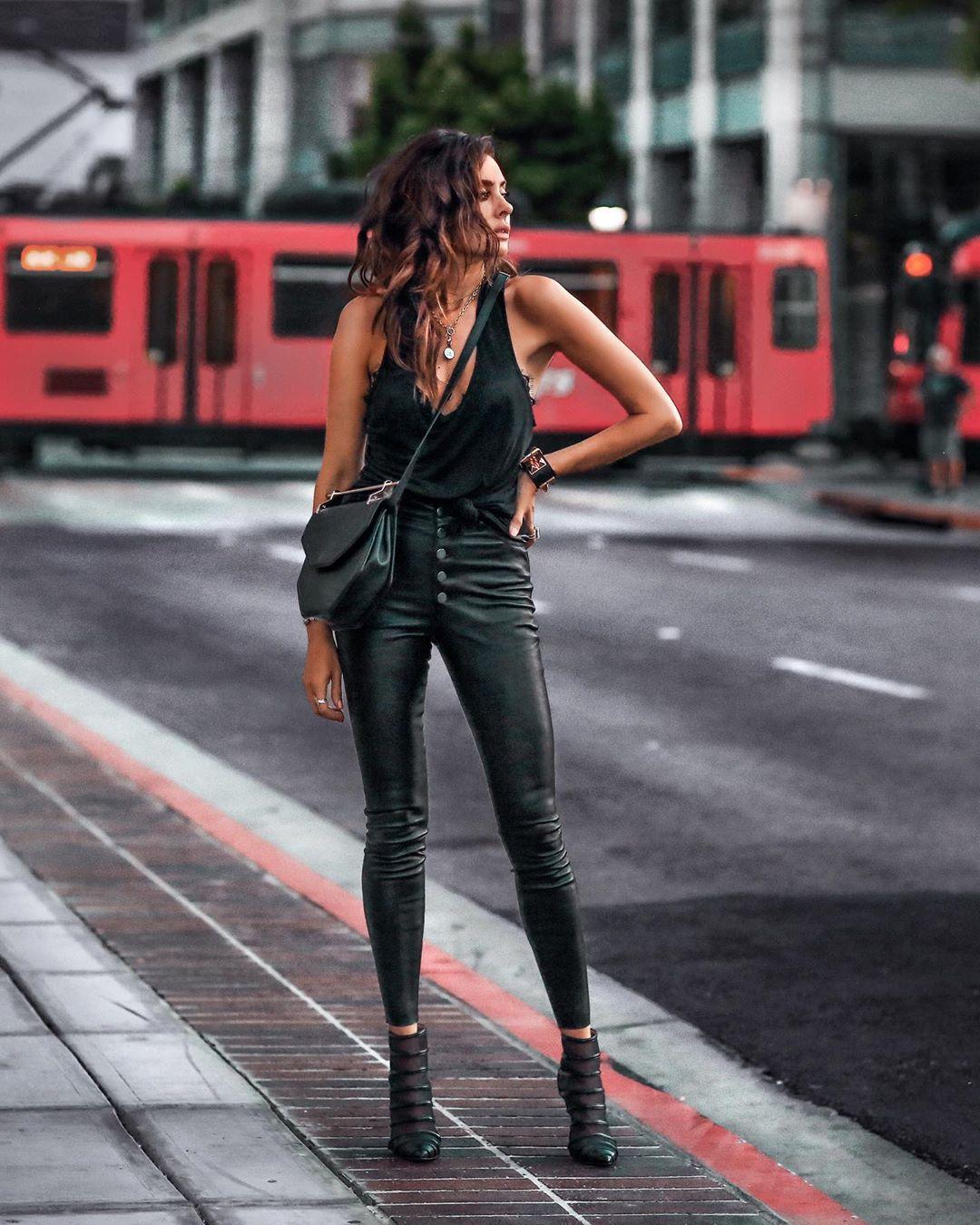 кожаные брюки 2020 фото 18