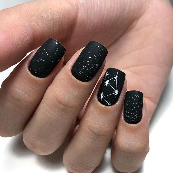 Звездное небо на ногтях фото 32