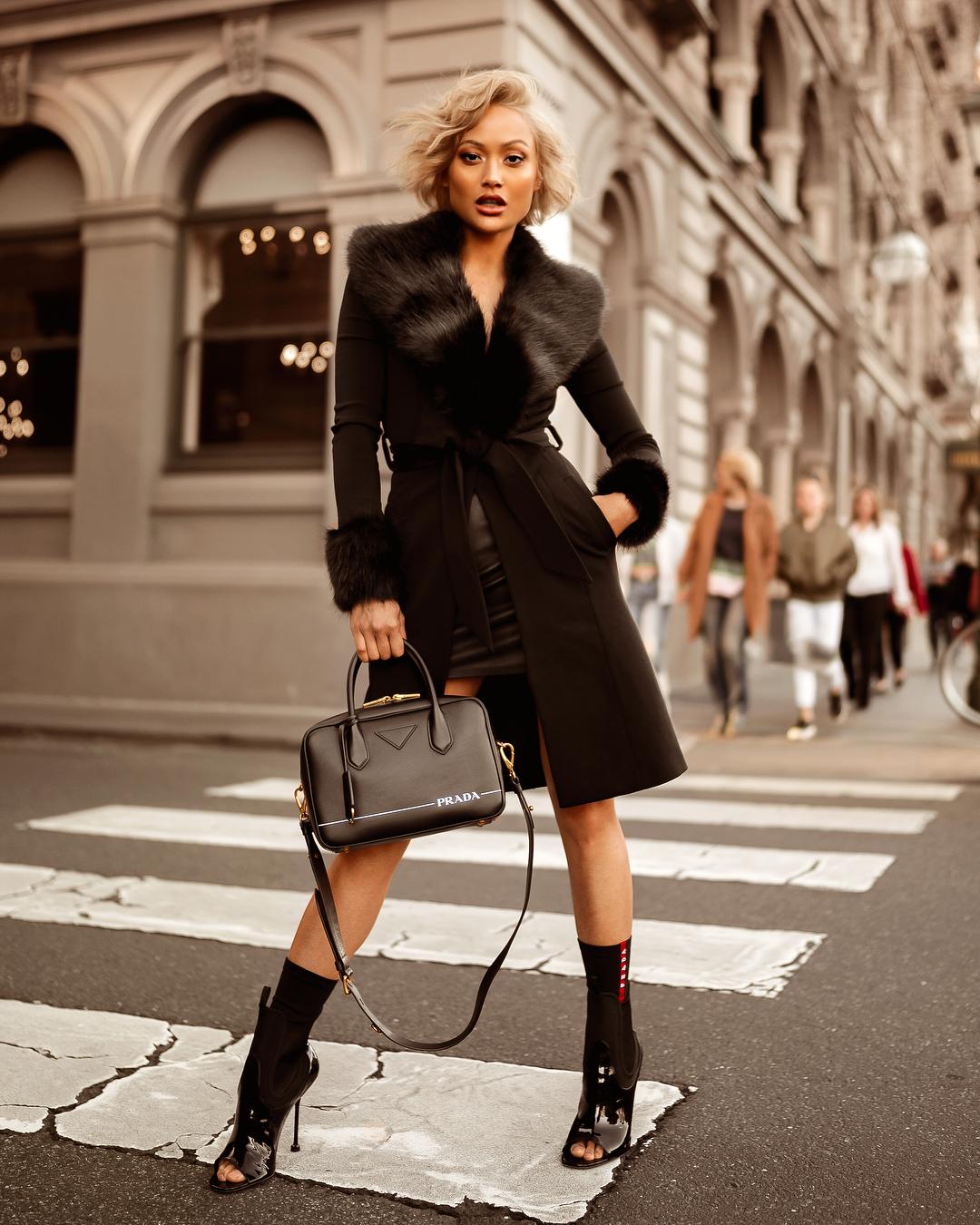 черное пальто 2020 фото 3