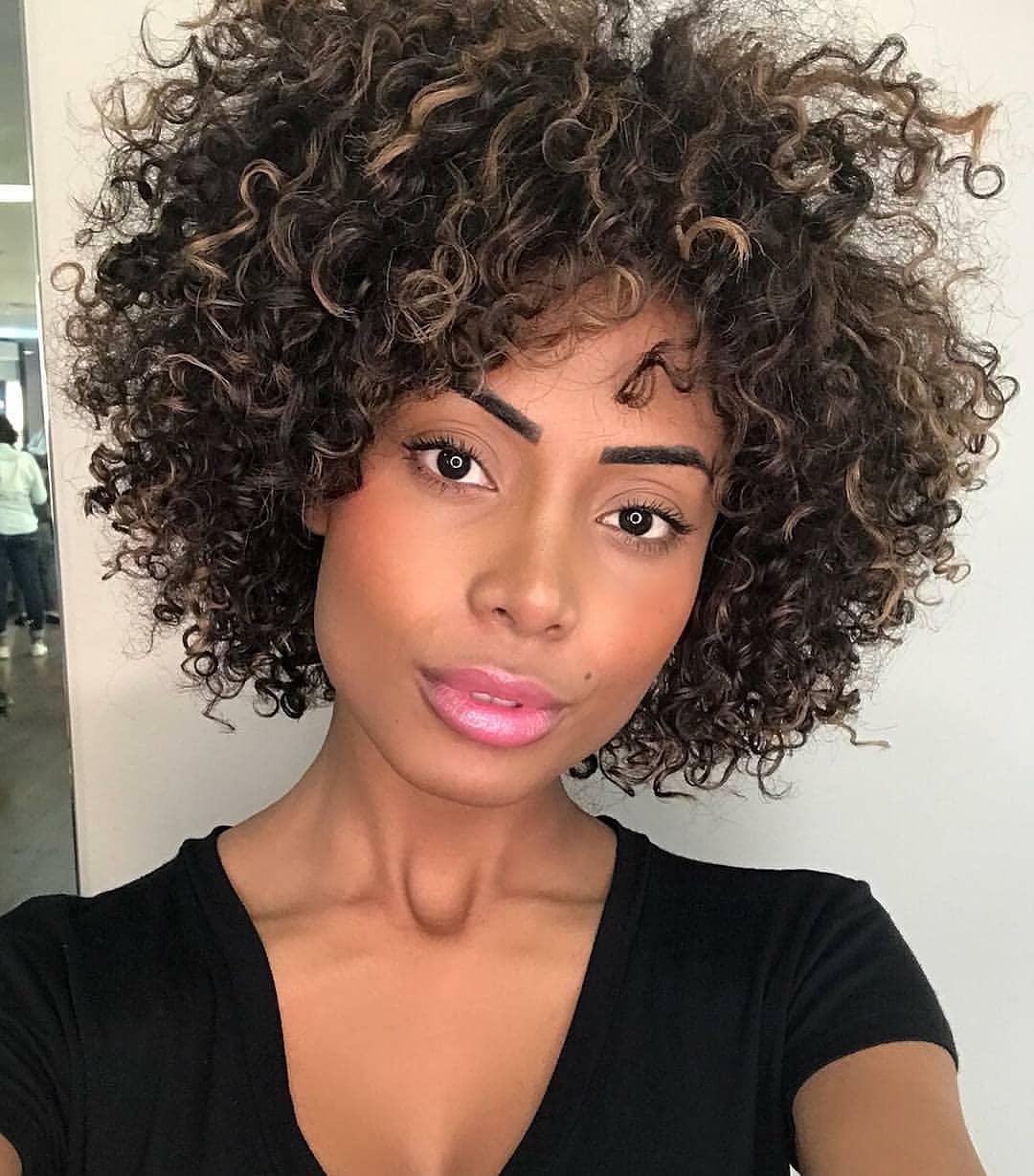 Завивка на короткие и средние волосы фото 19