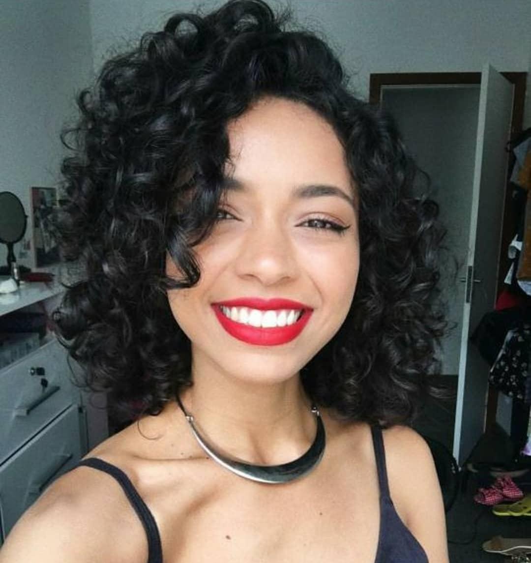 Завивка на короткие и средние волосы фото 15