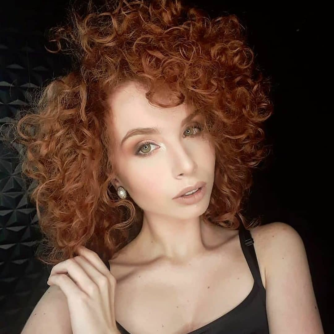 Завивка на короткие и средние волосы фото 8