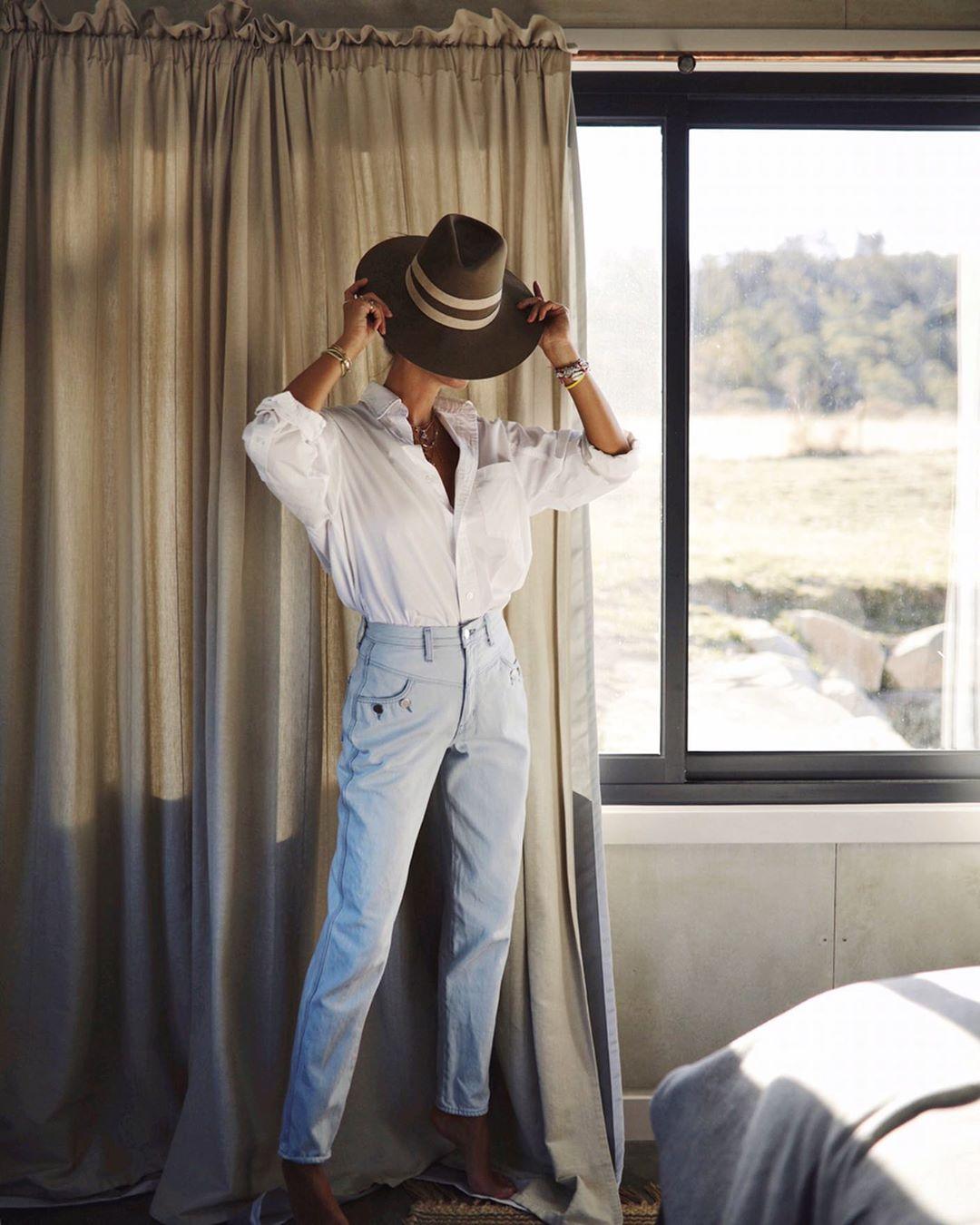 джинсы с белой рубашкой фото 1