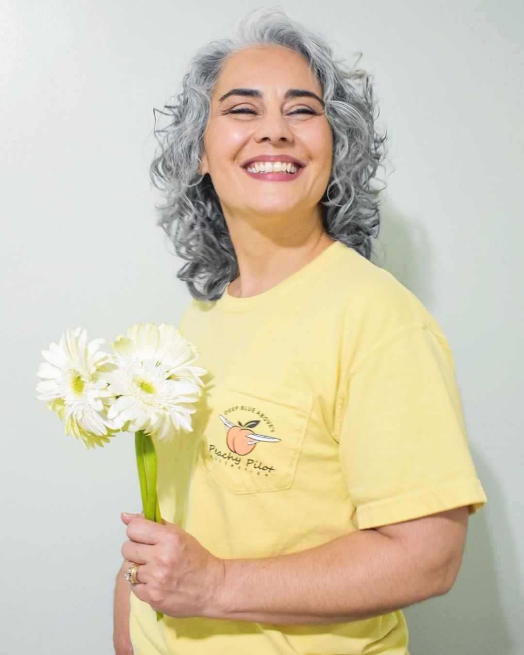 Стрижки после 50 лет на кудрявые волосы 2019-2020 фото 12