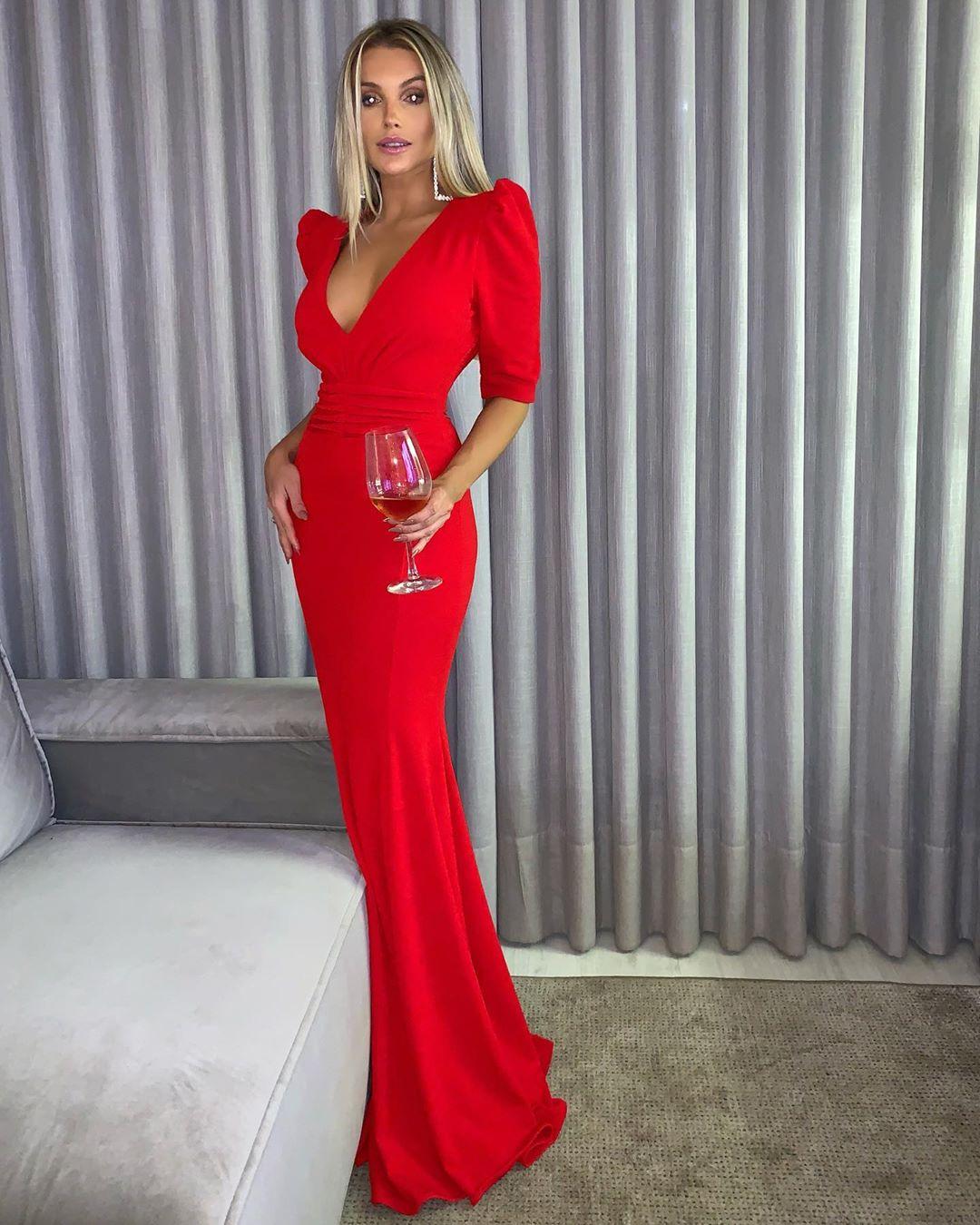 красное платье фото 1