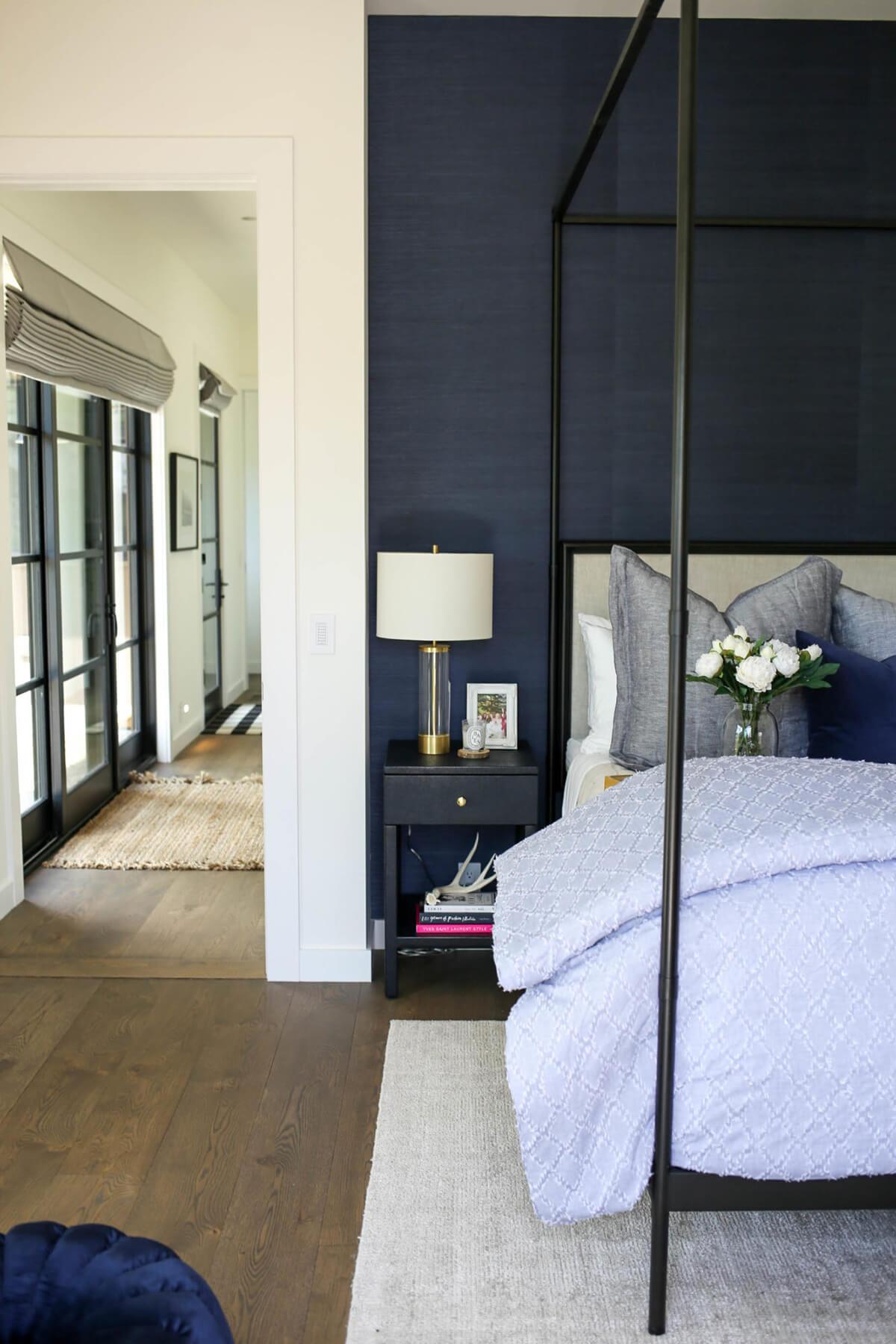 спальня в тёмно-синих тонах фото 1