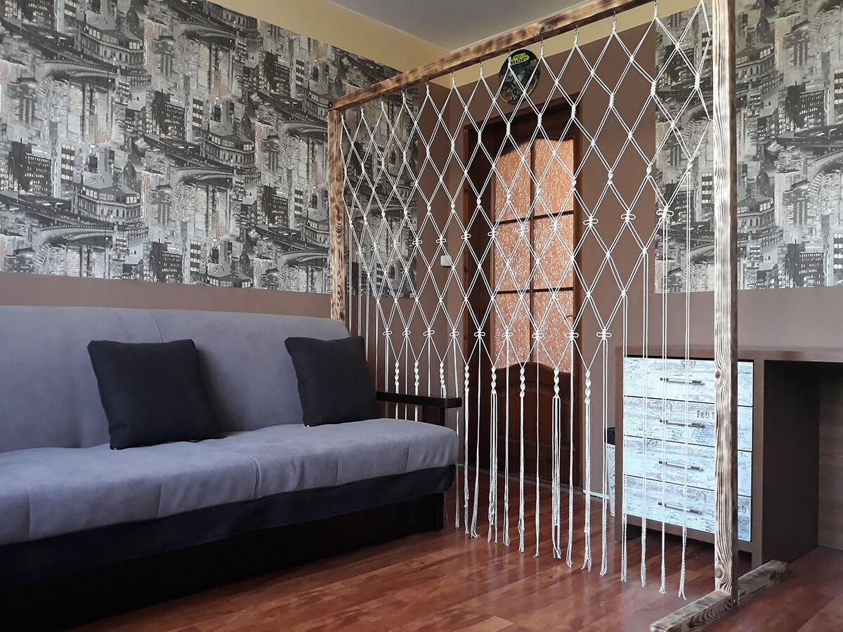 Зонирование пространства в спальне фото 13