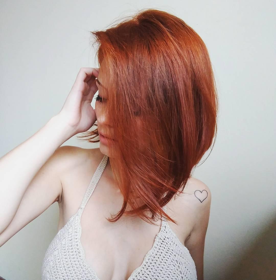 Косые стрижки на средние волосы 2020 фото 4