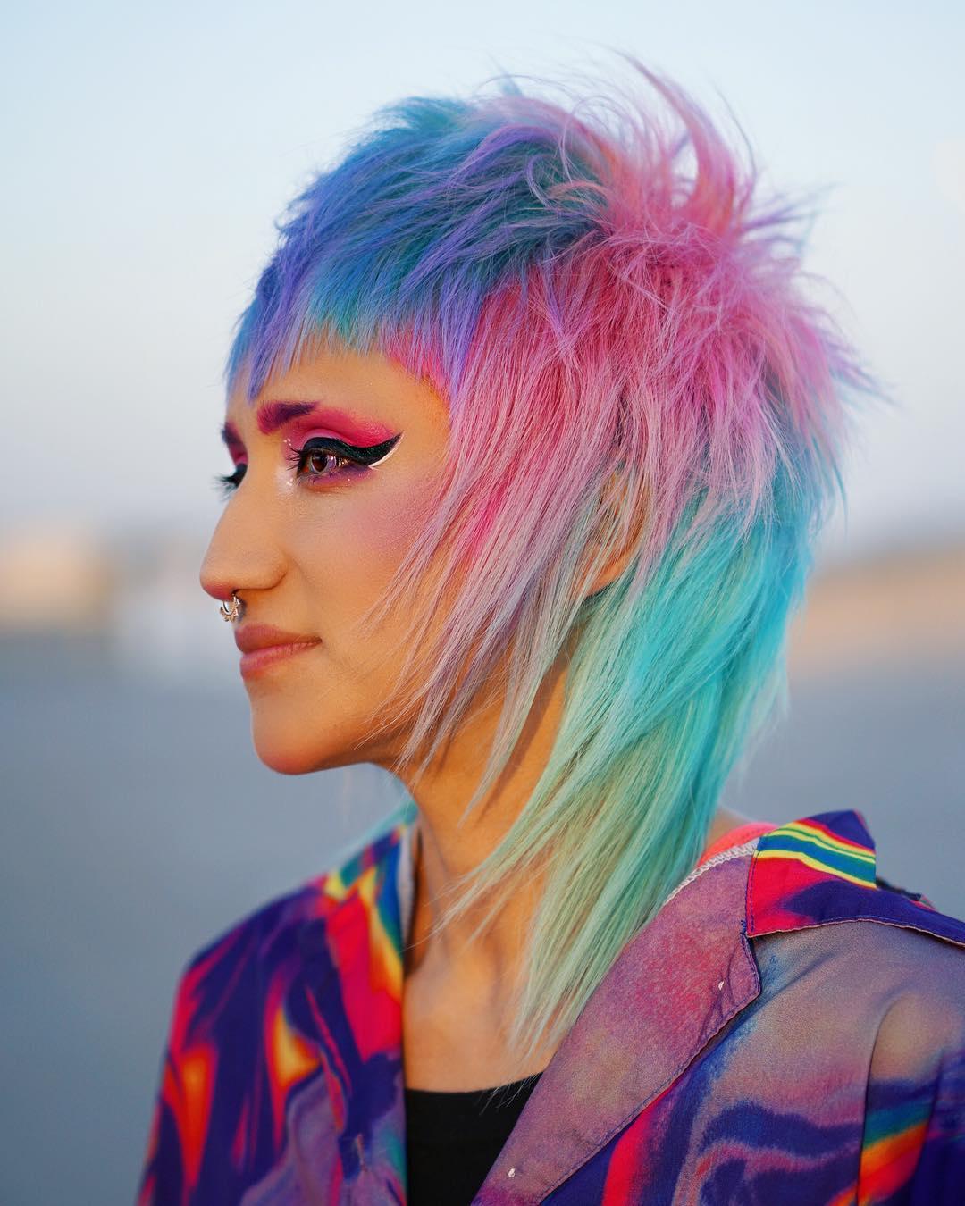 прически на средние волосы с челкой 2020 фото 7