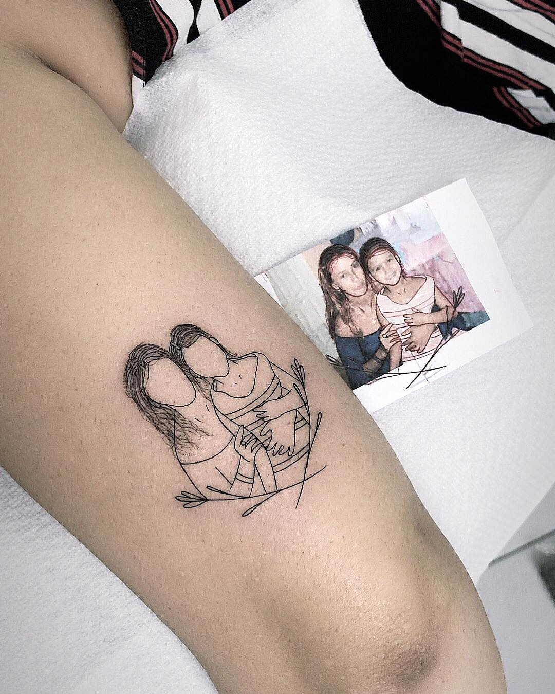 Татуировки в виде матери и ребёнка фото 1
