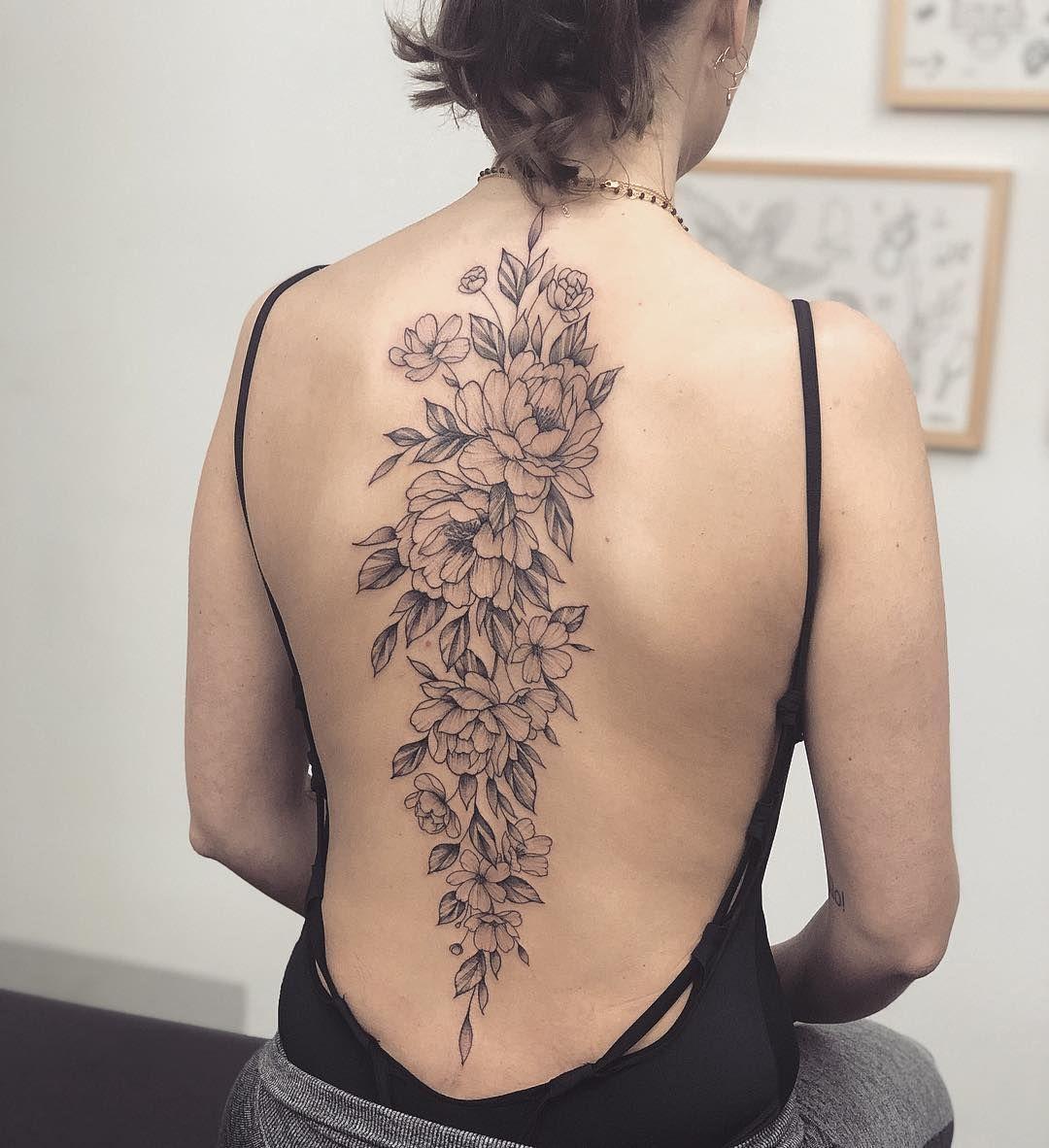 татуировка в виде пиона фото 1
