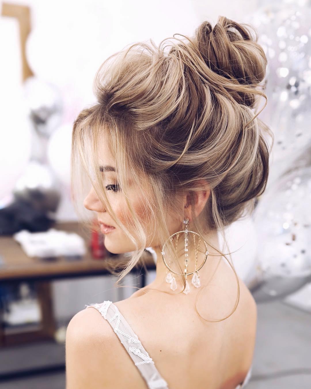Новогодние прически и укладки 2020 на все виды волос фото 37