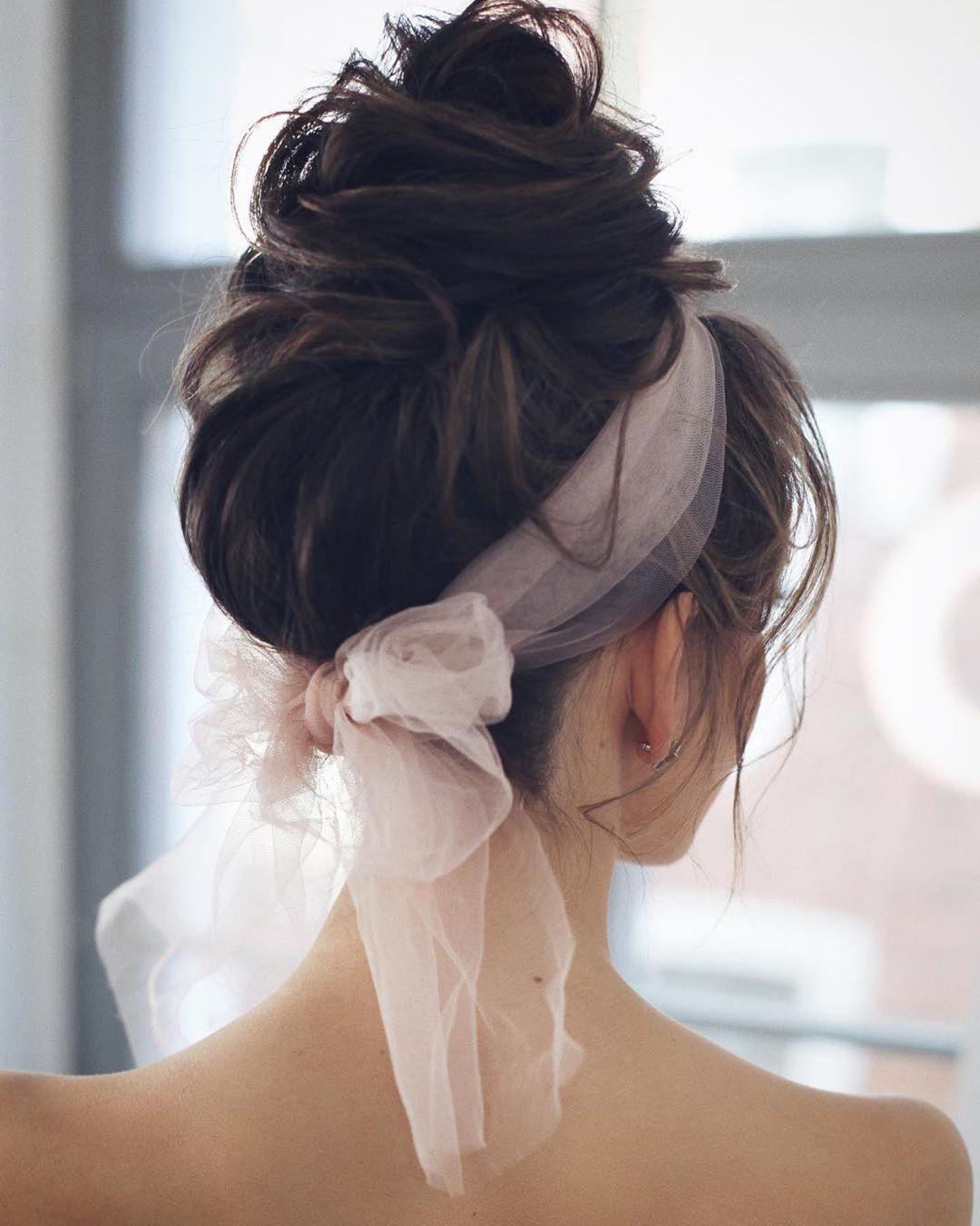 Новогодние прически и укладки 2020 на все виды волос фото 40