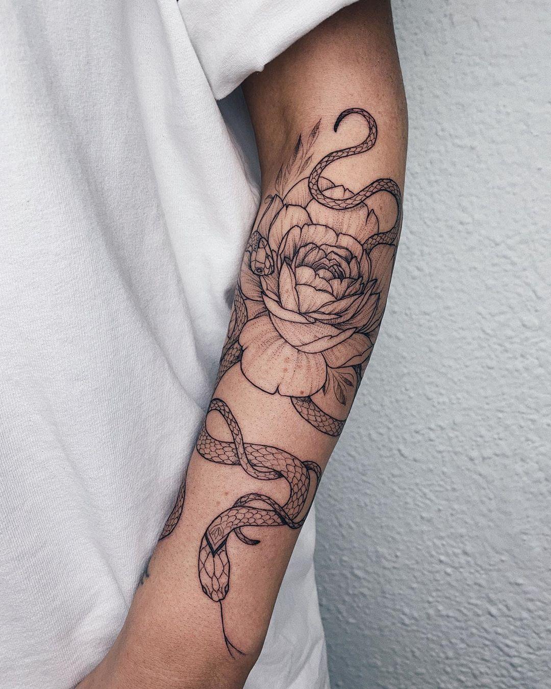 татуировка в виде пиона фото 17