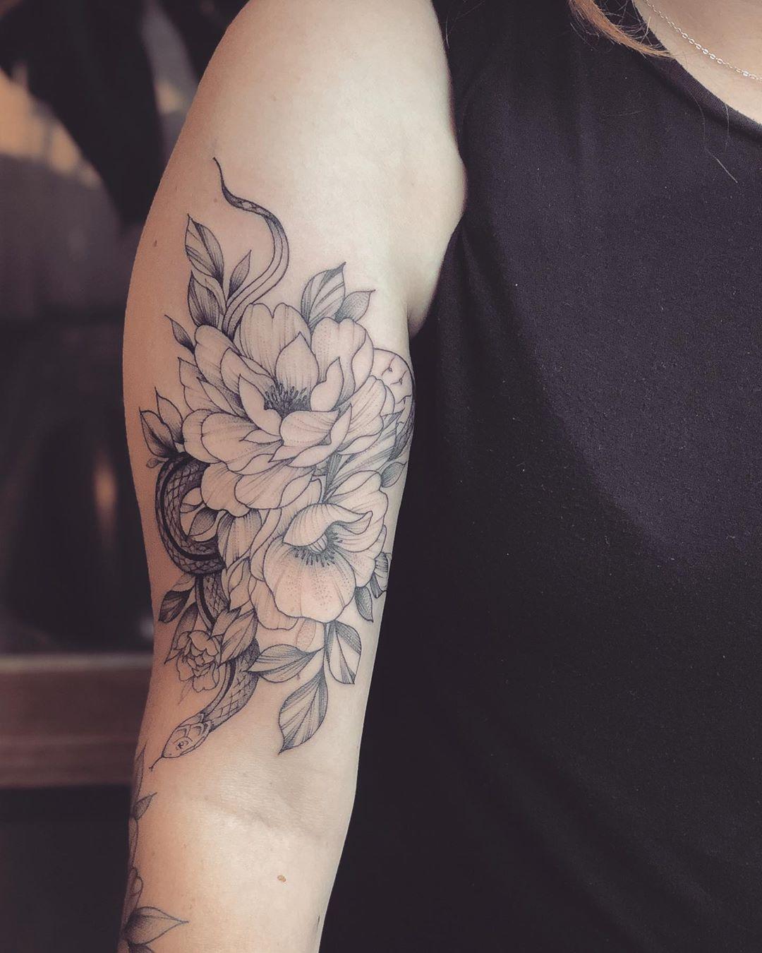 татуировка в виде пиона фото 5