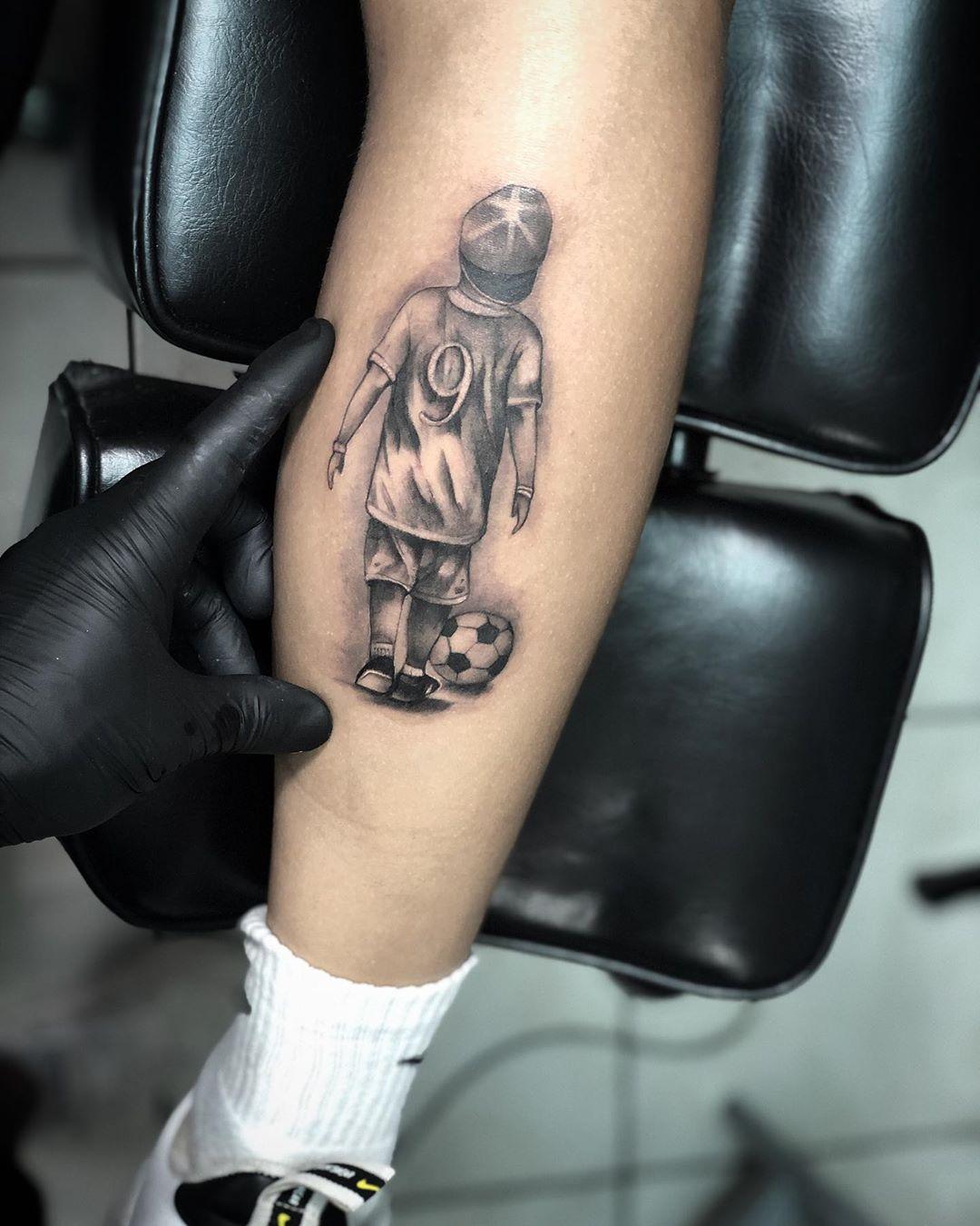 Татуировки в виде матери и ребёнка фото 17