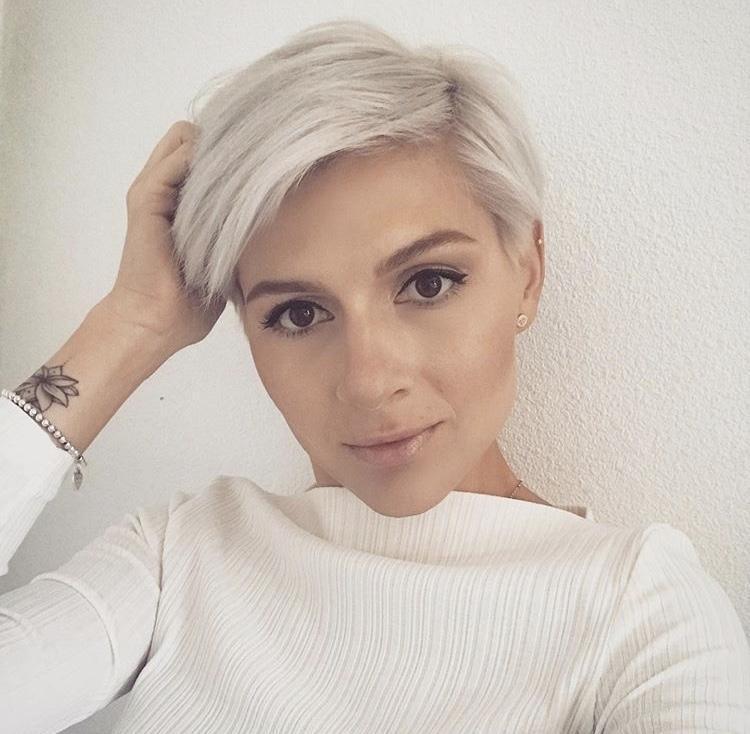 Стрижки на светлые волосы 2020 фото 15