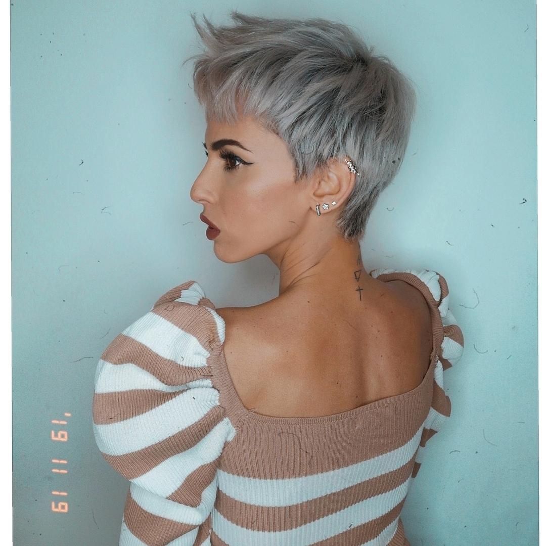 Новогодние прически и укладки 2020 на все виды волос фото 13