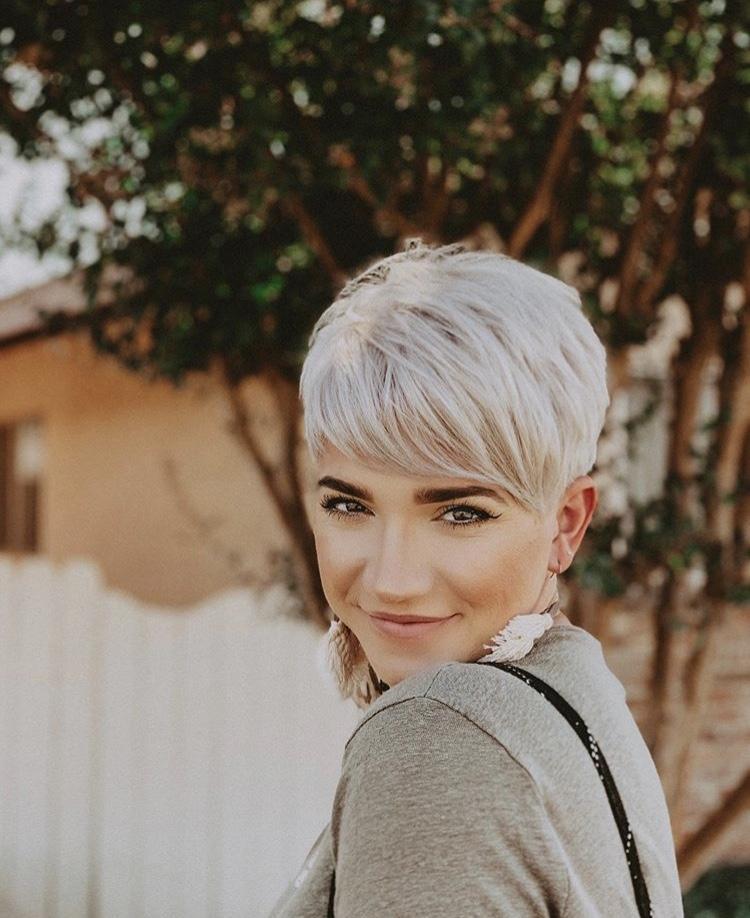 Стрижки на светлые волосы 2020 фото 16