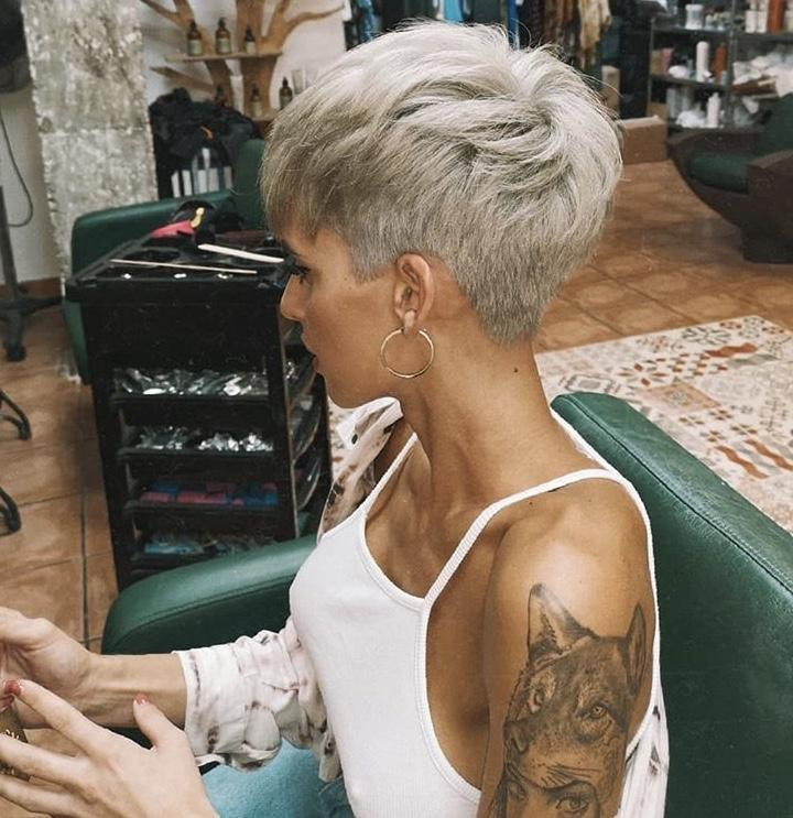 Стрижки на светлые волосы 2020 фото 18