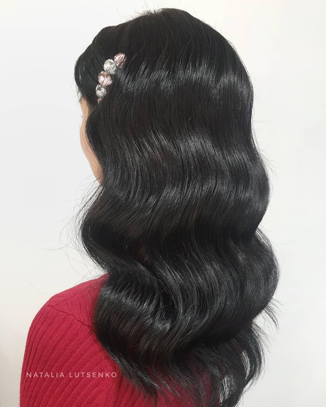 Новогодние прически и укладки 2020 на все виды волос фото 26