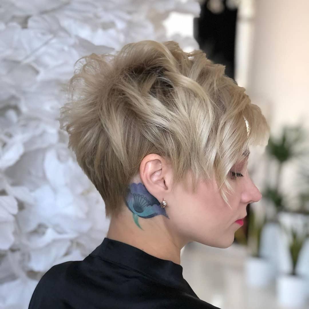 Новогодние прически и укладки 2020 на все виды волос фото 20