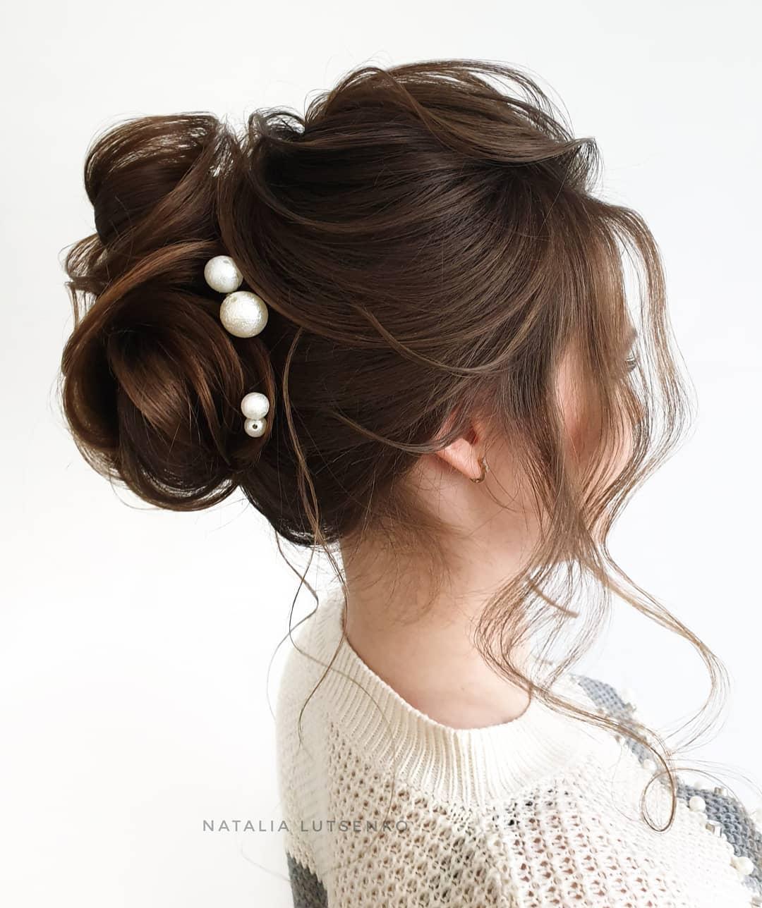 Новогодние прически и укладки 2020 на все виды волос фото 36