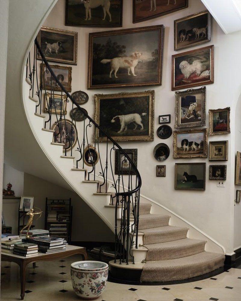 декорирование лестниц фотографиями йога каждым днем