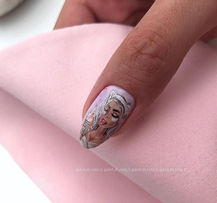 Девушка на ногтях фото 163
