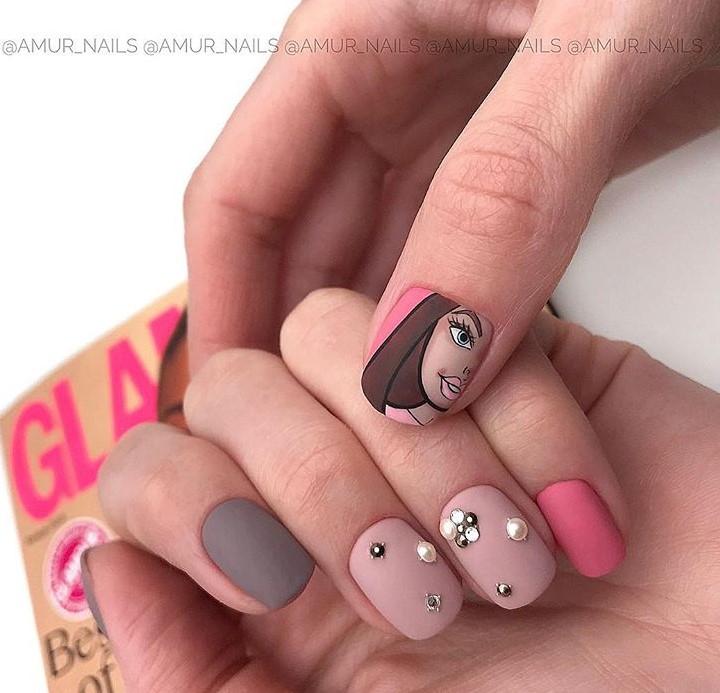 Девушка на ногтях фото 157