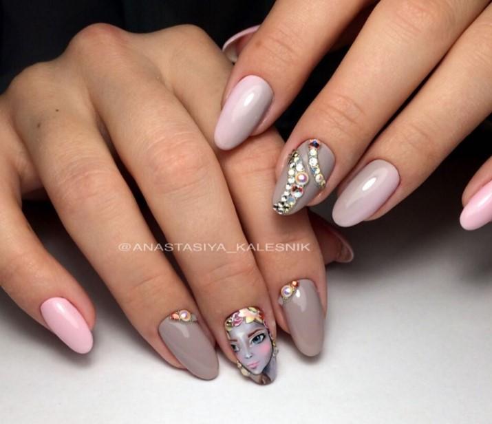 Девушка на ногтях фото 150