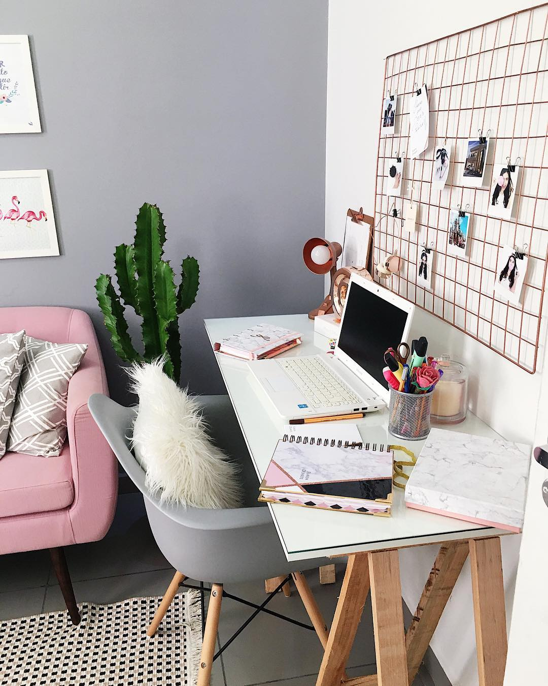 Рабочее место в маленькой квартире фото 15