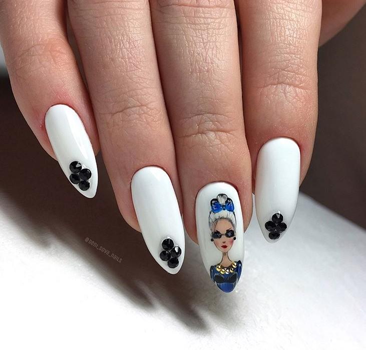 Девушка на ногтях фото 123