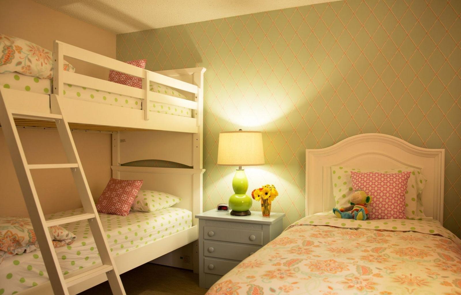 Комнаты для 3-х и более детей фото 35