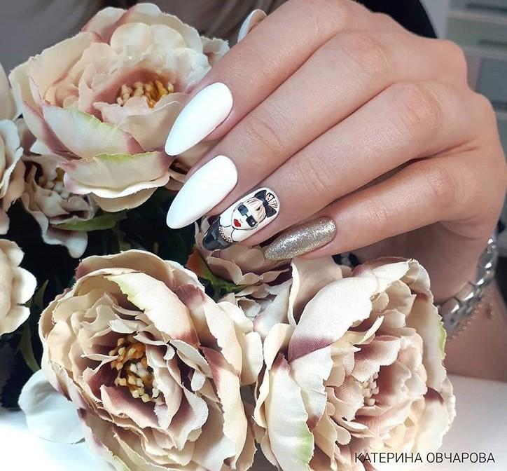 Девушка на ногтях фото 93